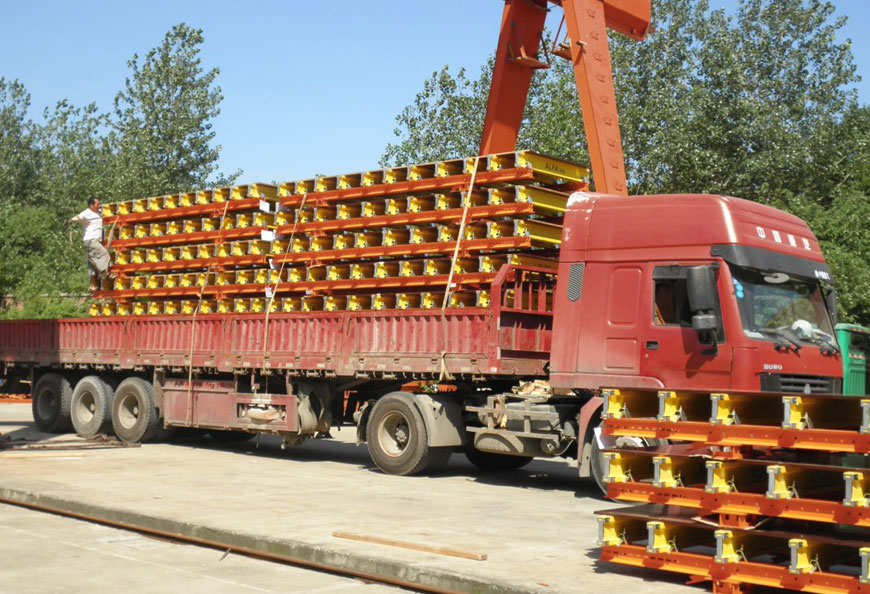 Ready-for-shipment pre-assembled tables with steel walers as main beam